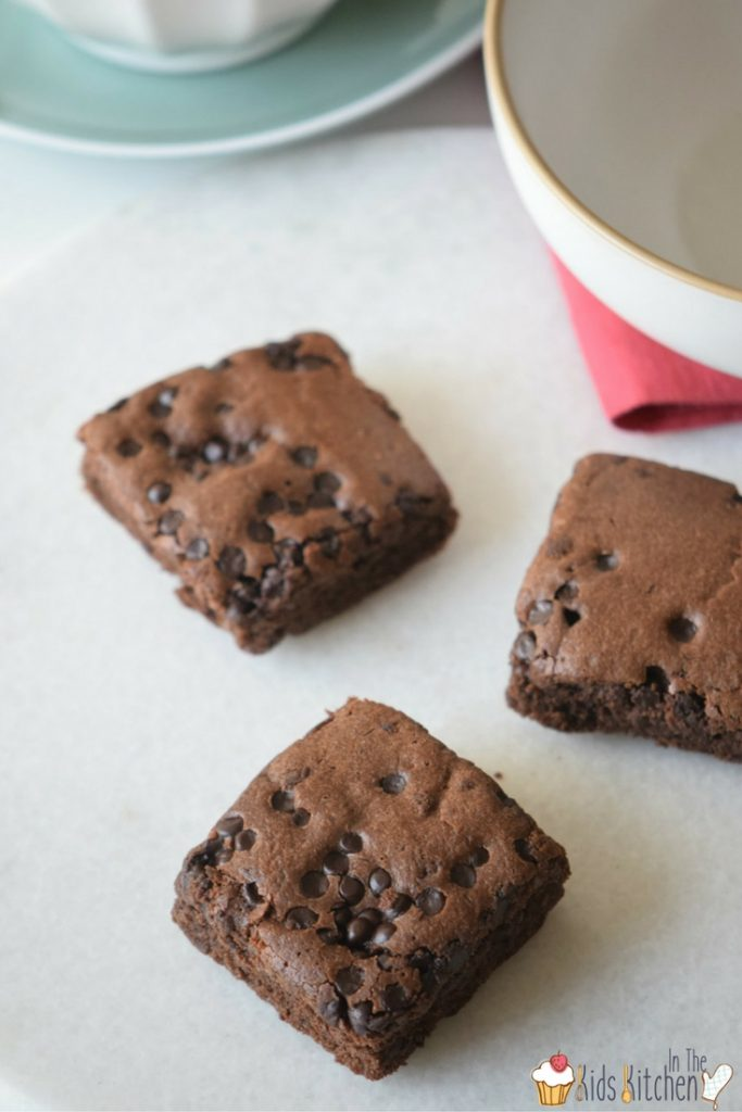 These sugar free black bean brownies are crumbly, fudgy, and all of the good things that brownies should be.