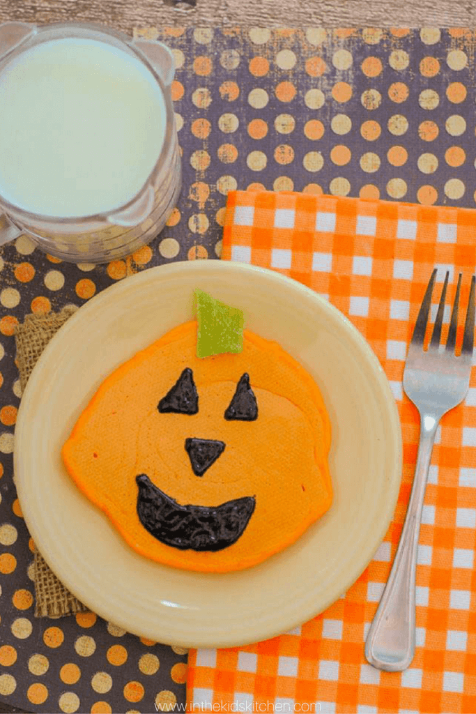 A cute and simple Halloween breakfast pancakes recipe for a special Halloween breakfast kids will love