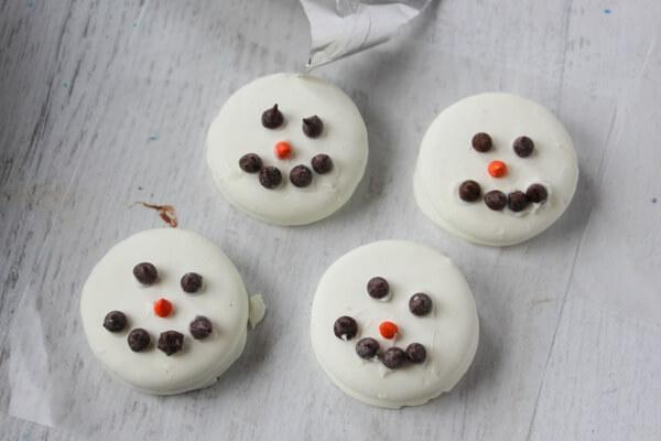 how-to-make-oreo-snowmen-3