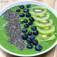 """Superfood"" Jungle Green Smoothie Bowl"