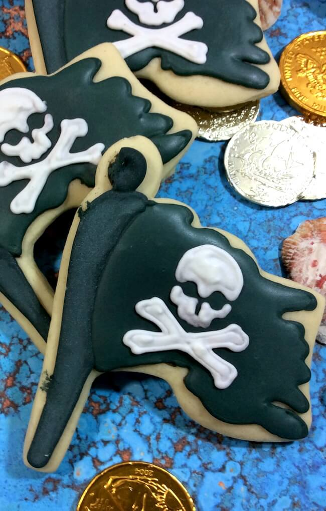These pirate flag cookies are perfect for a pirate-themed kids birthday party or for a Pirates of the Caribbean movie night. Classic sugar cookie recipe.