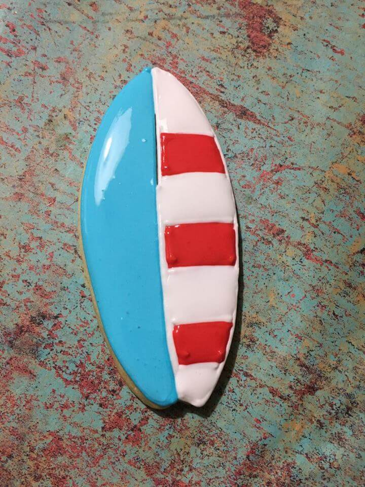 These patriotic surfboard cookies are unique and super-cute treat for your Memorial Day or 4th of July party. Perfect for a summer pool party too!