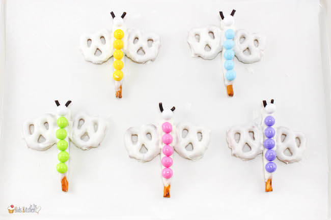 These cute and colorful Rainbow Dragonfly Pretzels are a delightfully different summer kids dessert. An easy recipe requiring only a few simple ingredients.