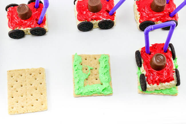 These clever Lawn Mower Rice Krispie Treats are a totally unique summer treat! Perfect for Dad's birthday party or Father's Day dessert.