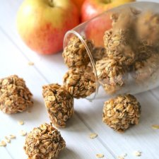 Naturally Sweetened Apple Cinnamon Oat Balls