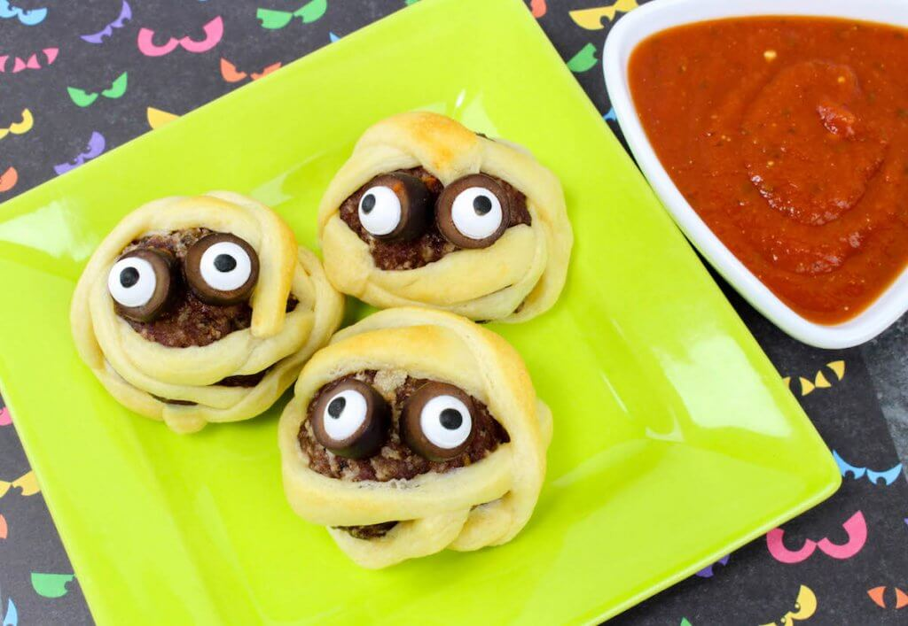 Easy kids Halloween appetizer - Mummy Meatballs