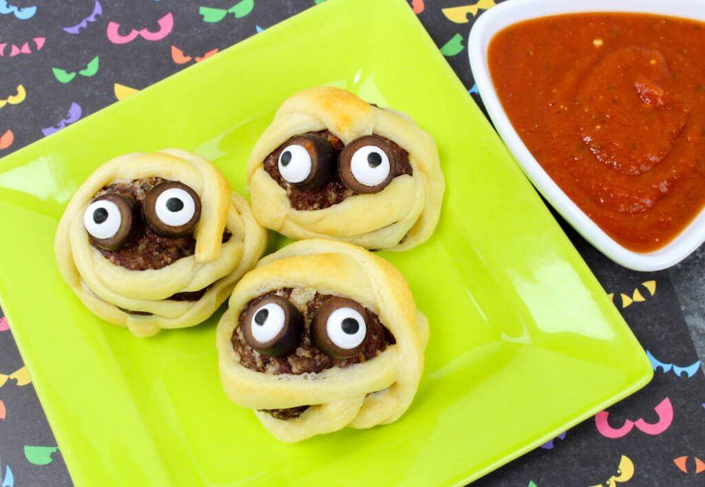 Easy kids Halloween appetizer - Mummy Meatballs
