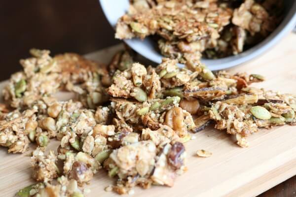 Homemade Crunchy Granola Recipe (Naturally Sweetened)