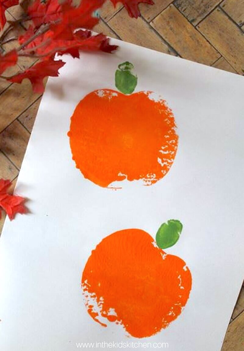 Who would have thought you could make pumpkins using apples? This adorable pumpkin apple stamping craft is perfect for holiday kids art & decorations.