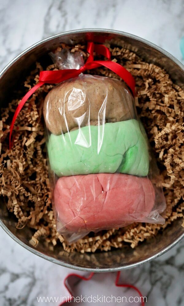 4 holiday scented recipes! You'll love this soft, fragrant Christmas play dough (makes a great gift idea!)