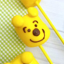 Winnie-the-Pooh Marshmallow Pops