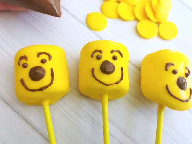 Cute & easy Winnie-the-Pooh Marshmallow Pops are a fun treat for movie night and birthday parties!