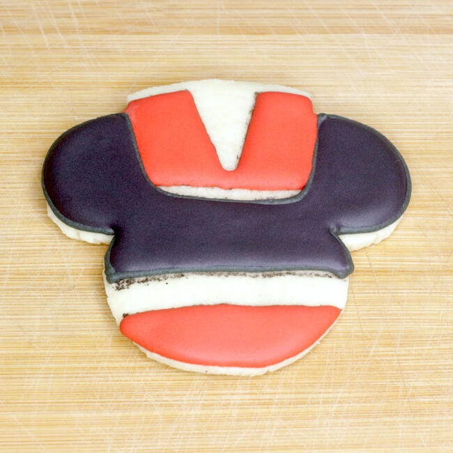 how to make Mickey Mouse Christmas royal icing cookies
