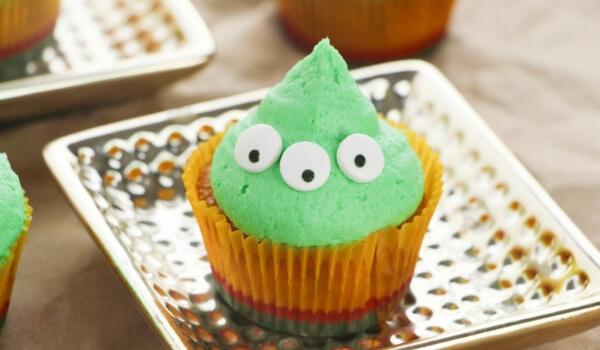 little green alien cupcakes