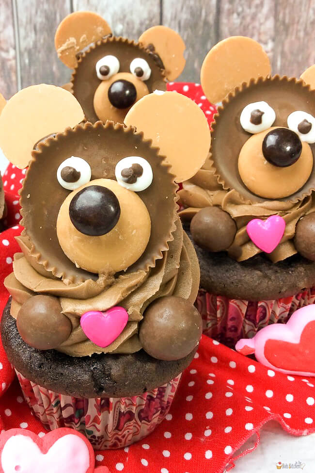 So cute and so much chocolate! These Valentine Teddy Bear Cupcakes are a sweet treat that will delight your little sweethearts!