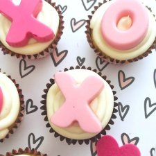 XOXO Valentine Cupcakes
