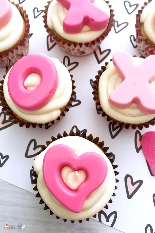 These XOXO Valentine's Day Cupcakes are just gorgeous! They're perfect for a kids Valentine's Day party or a grown-up soirée too!