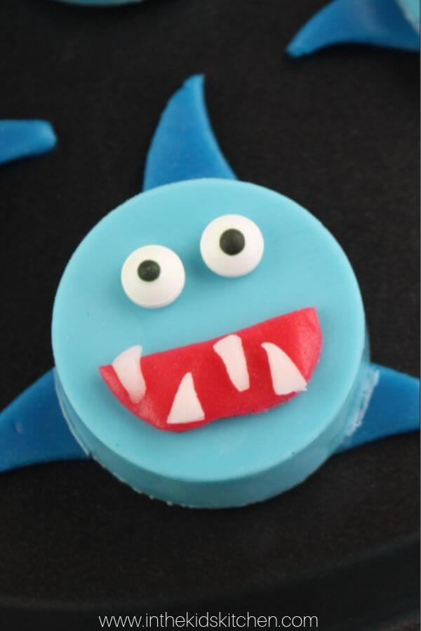 Inspired by the super-catchy song, these Baby Shark Oreos are cute and fun to make! Perfect for Shark Week too!